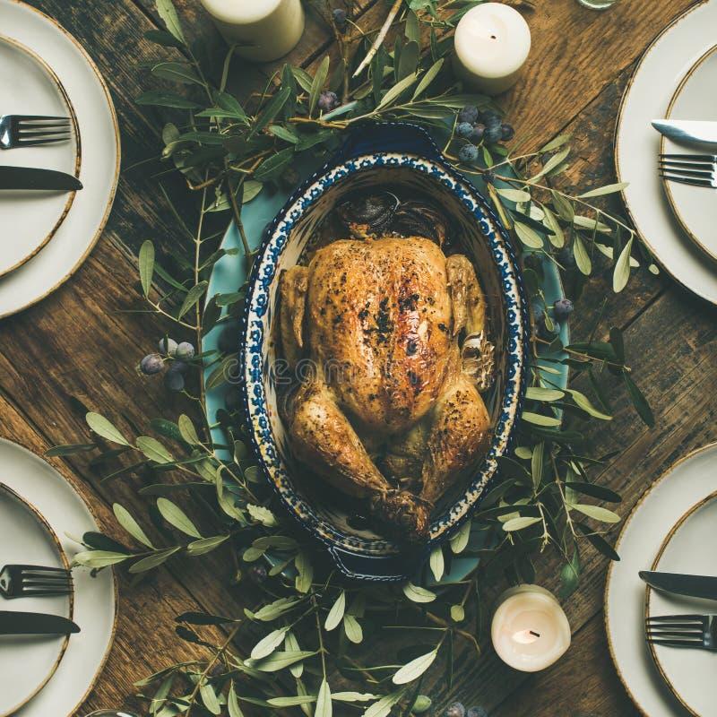Plano-endecha del pollo asado entero para la Navidad, cosecha cuadrada imagenes de archivo
