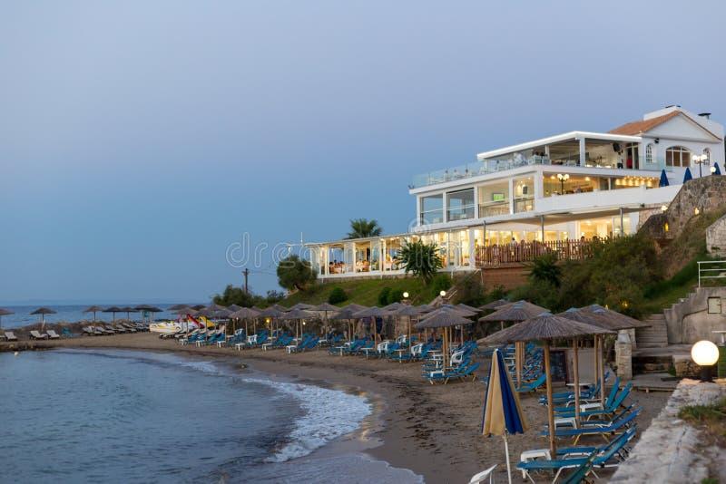 PLANOS,希腊2017年6月27日 海滩的现代设计旅馆在希腊海岛扎金索斯州,希腊上 库存图片