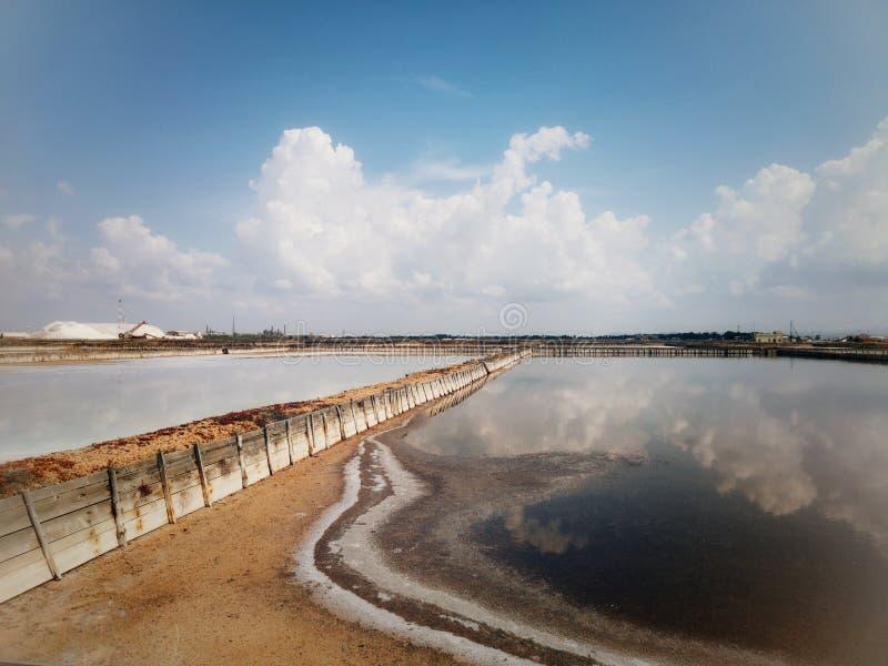 Planos de la sal en Cerdeña Cagliari imagenes de archivo
