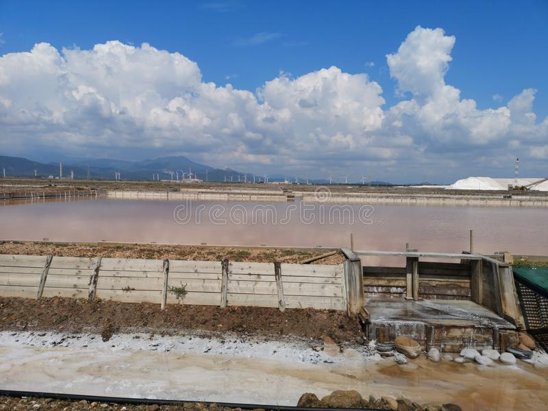 Planos de la sal en industrial viejo de Cerdeña Cagliari imagen de archivo