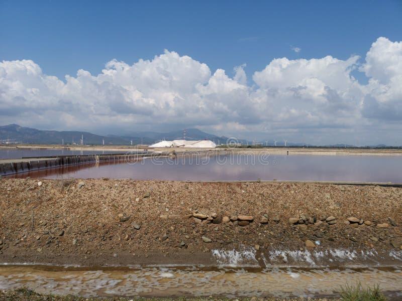 Planos de la sal en industrial viejo de Cerdeña Cagliari imágenes de archivo libres de regalías