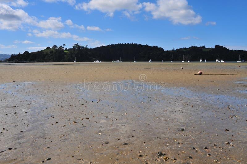 Planos de lama do porto na maré baixa imagens de stock royalty free