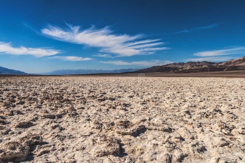Planos de sal na bacia de Badwater, parque nacional de Vale da Morte, Califórnia foto de stock royalty free