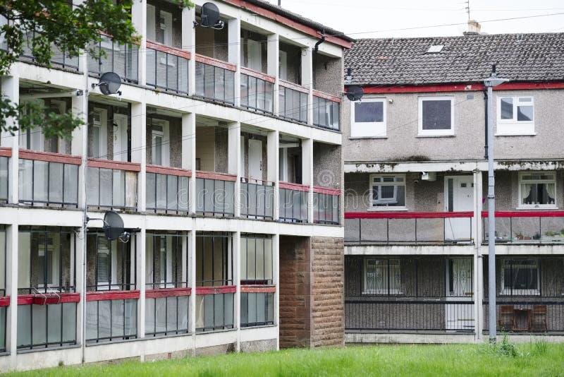 Planos pobres da casa de conselho abandonados na vila com pobreza má em Glasgow imagem de stock royalty free