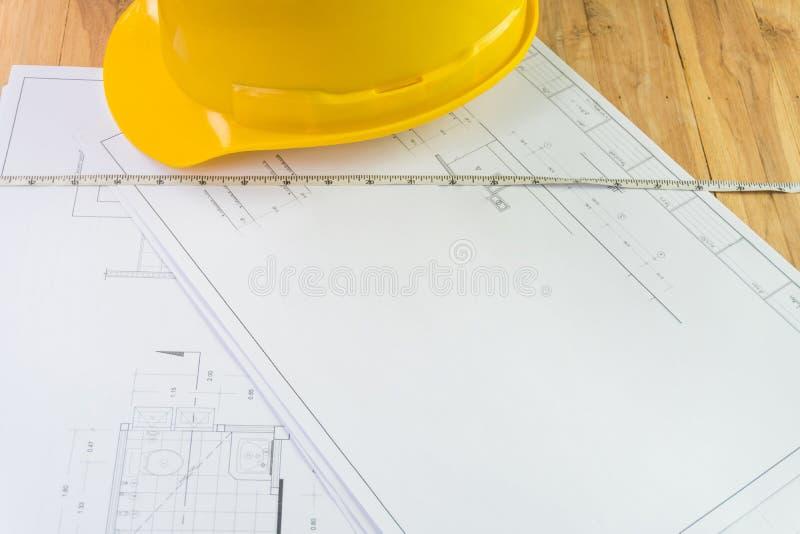 Plans architecturaux et outils pour transformer une maison photographie stock