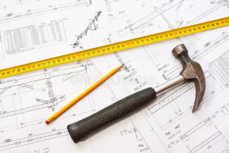 Plans de construction - marteau image stock
