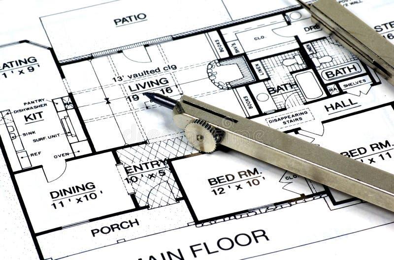 Plans et compas à la maison images stock