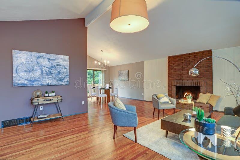 Planta baixa aberta espaçoso bonita com teto arcado foto de stock royalty free