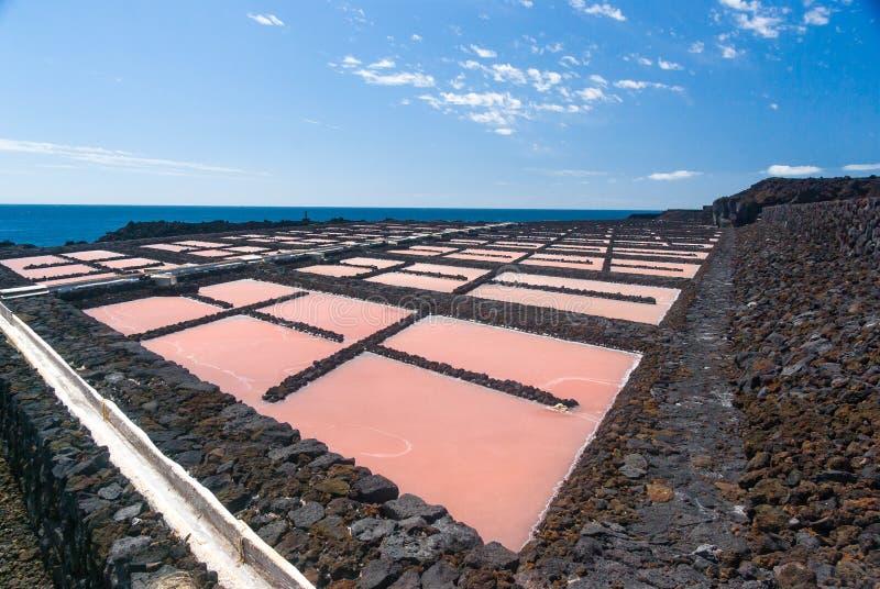 Planta da extração de sal no La Palma dos salinas imagens de stock