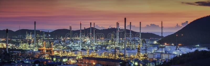 Planta da indústria da refinaria de petróleo foto de stock