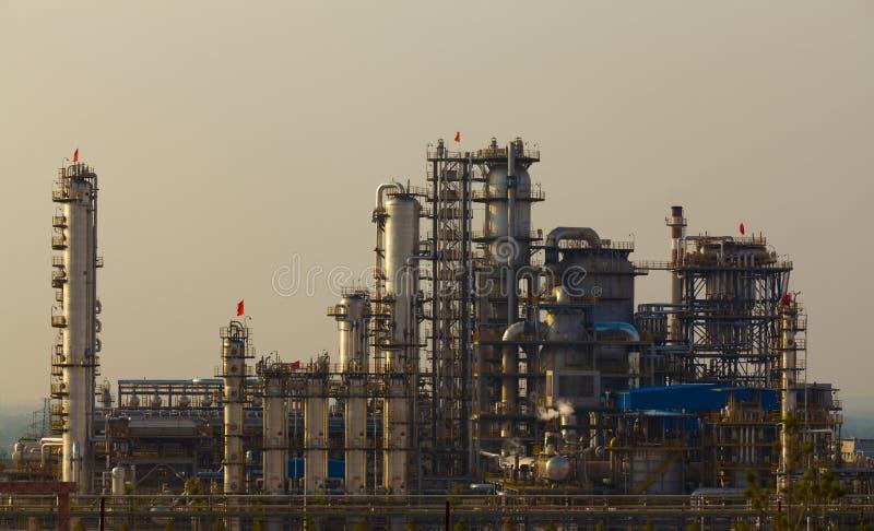Planta da indústria petroquímica da refinaria de petróleo imagem de stock royalty free
