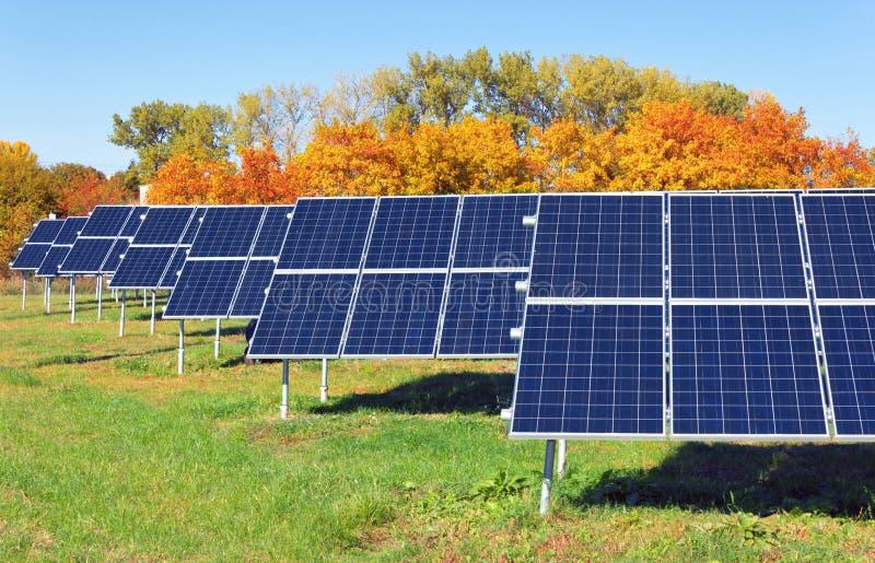 Planta de energía solar imagenes de archivo