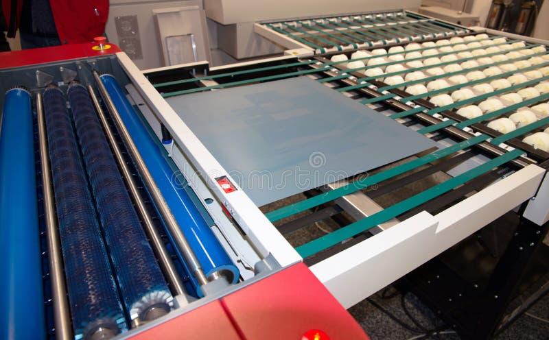 Planta de impresión - ordenador del CTP para platear el departamento imágenes de archivo libres de regalías