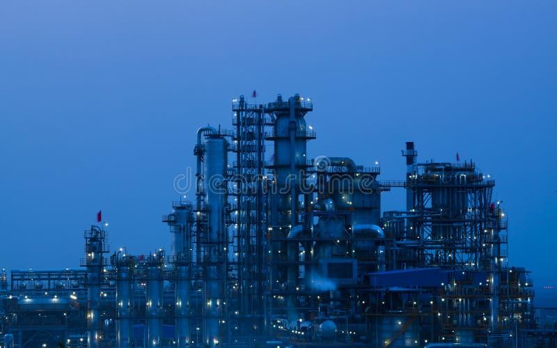 Planta de la industria petroquímica de la refinería de petróleo imágenes de archivo libres de regalías