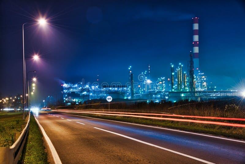 Planta de la refinería de petróleo en Serbia foto de archivo libre de regalías