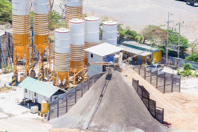 Planta de mistura do cimento, equipamento para o cimento da produ??o e concreto imagens de stock royalty free