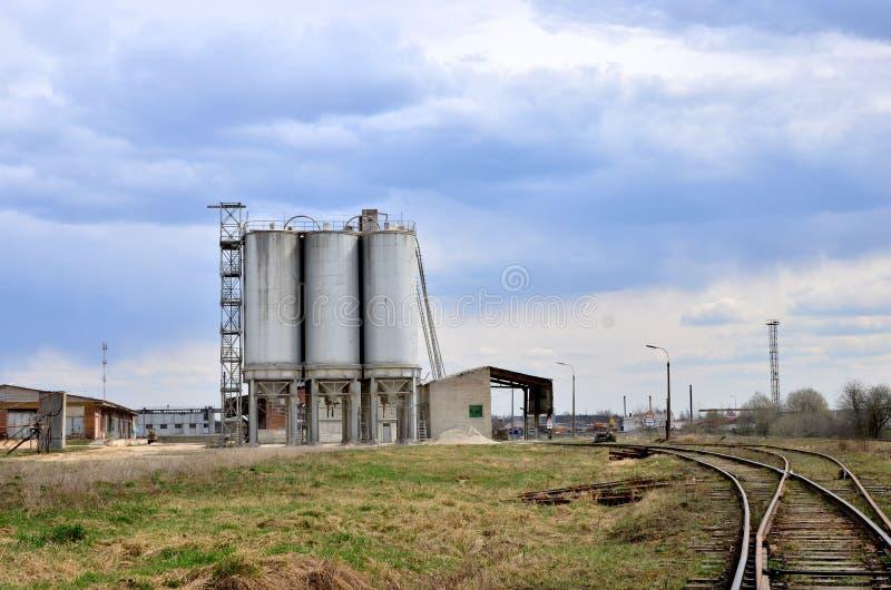 Planta de tratamento por lotes concreta Cimento de produção industrial para a construção imagem de stock
