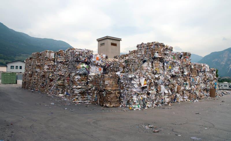 Planta del molino de papel - papel y cartulina para reciclar foto de archivo