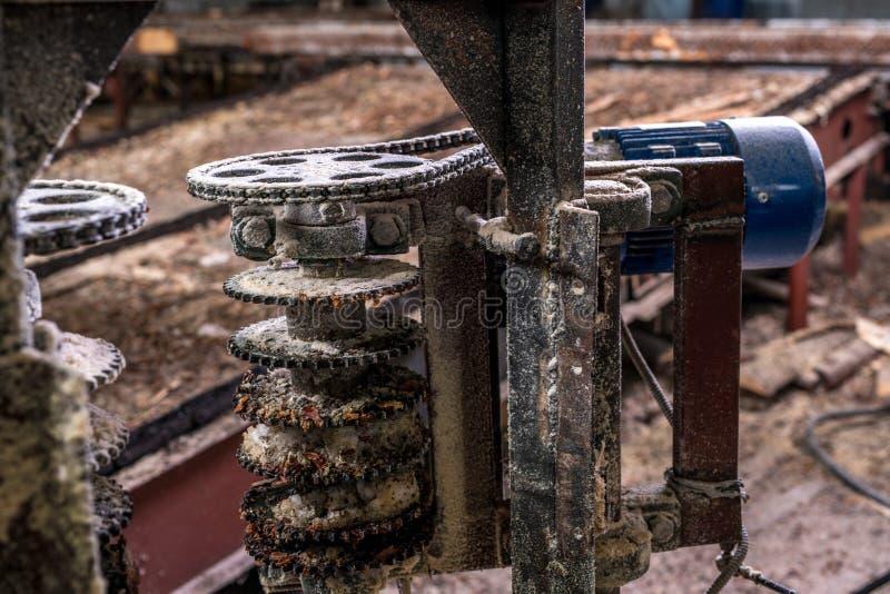 Planta do Woodworking Imagem de serras da máquina, close-up imagens de stock royalty free