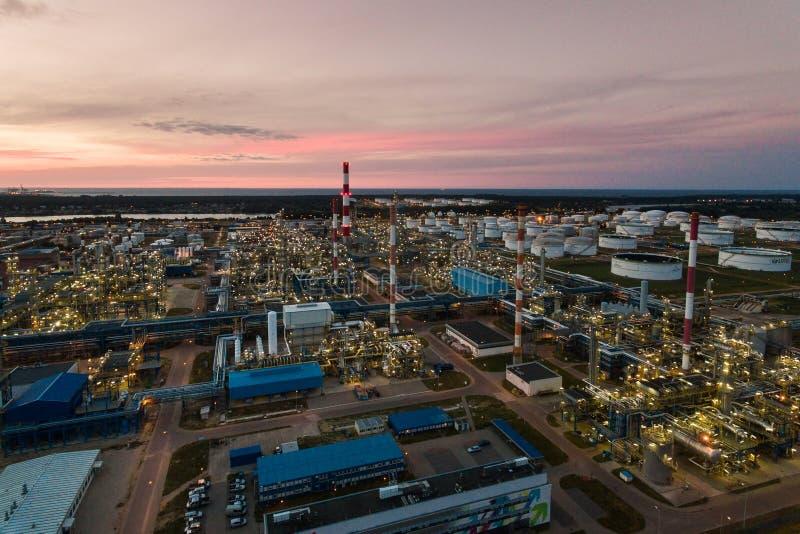 Planta petroquímica de la refinería de petróleo, visión superior fotos de archivo libres de regalías