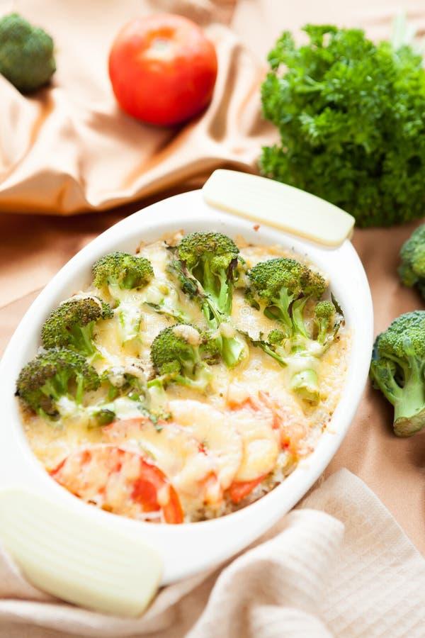 Plantaardige braadpan met broccoli stock afbeeldingen