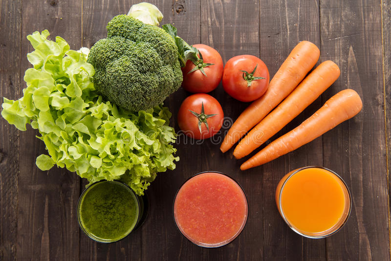 Plantaardige juices&smoothie met verse ingredie royalty-vrije stock fotografie