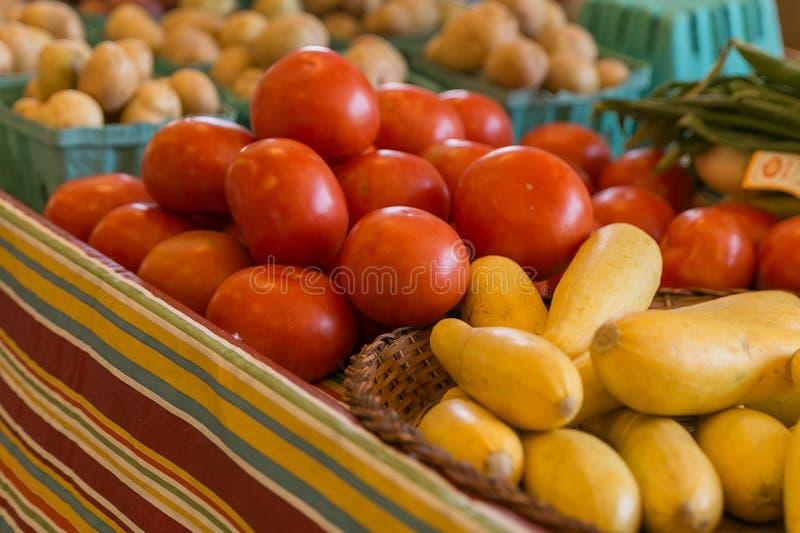 Plantaardige landbouwersmarkt stock foto's