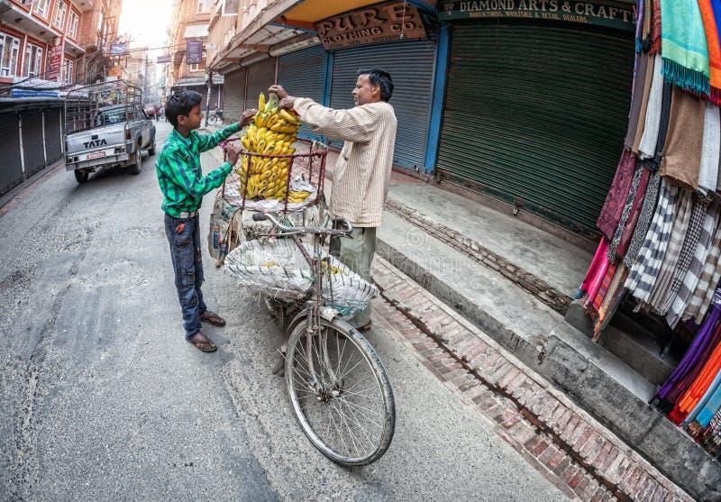 Plantaardige markt in Katmandu stock afbeeldingen