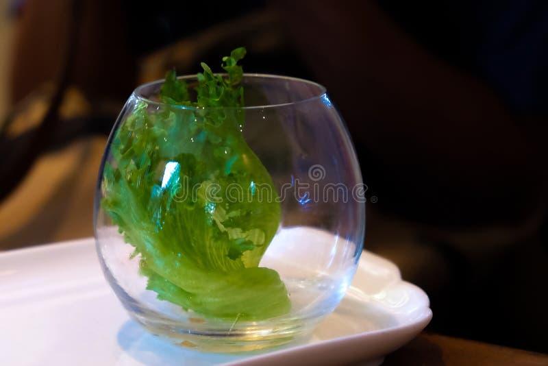 Plantaardige salade in een glaskop royalty-vrije stock afbeelding