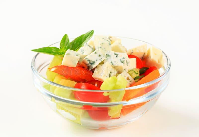 Plantaardige salade met schimmelkaas royalty-vrije stock fotografie