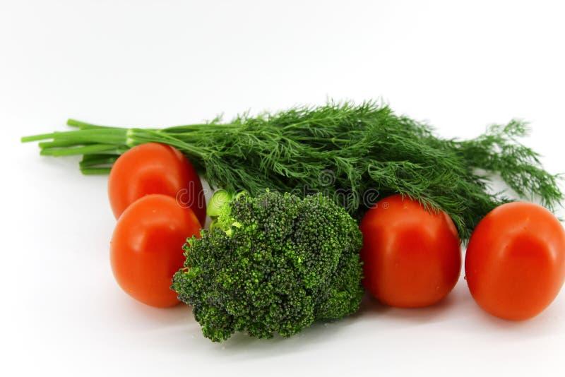 Plantaardige samenstelling van broccolikool, tomaten en venkelbos royalty-vrije stock foto
