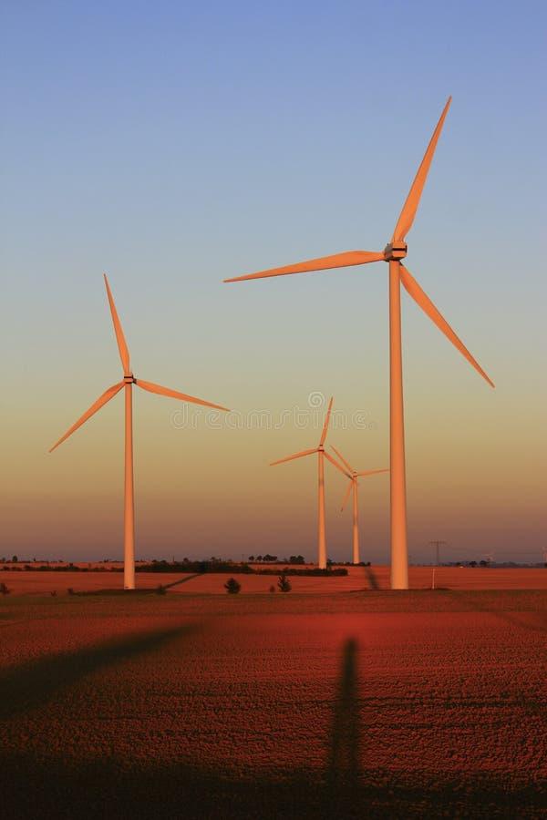 Plantas das energias eólicas fotos de stock