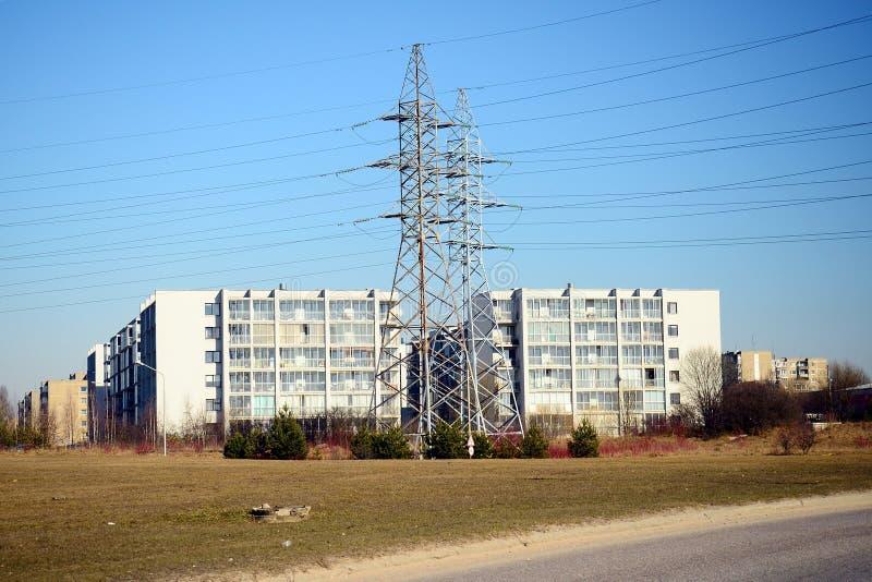 Plantas de energia elétrica no distrito de Justiniskes da cidade de Vilnius imagens de stock