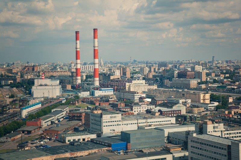 Plantas industriales, tubos industriales foto de archivo libre de regalías