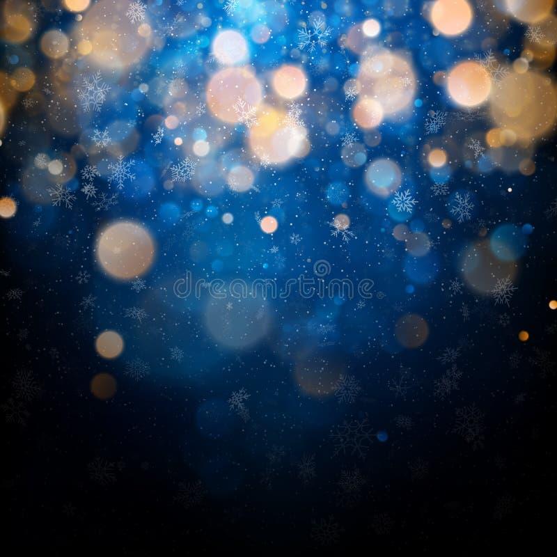 Plantilla de la Navidad y del Año Nuevo con los copos de nieve borrosos blancos, el resplandor y las chispas en fondo azul EPS 10 ilustración del vector
