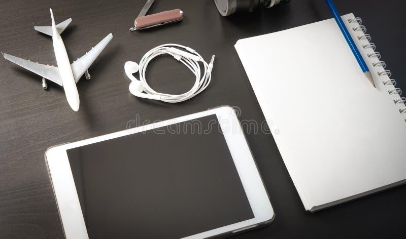 Plantilla del sitio web de la agencia de viajes de la tableta imagen de archivo libre de regalías