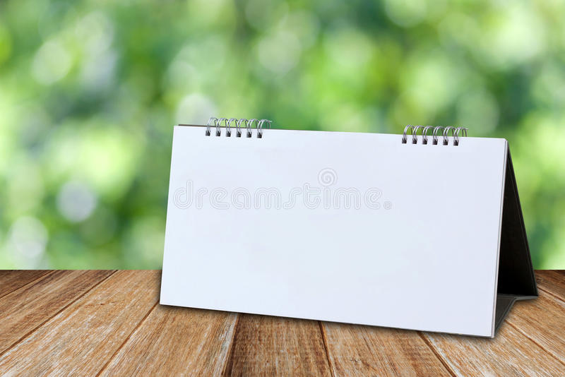Plantilla en blanco blanca de la maqueta del calendario de escritorio foto de archivo libre de regalías