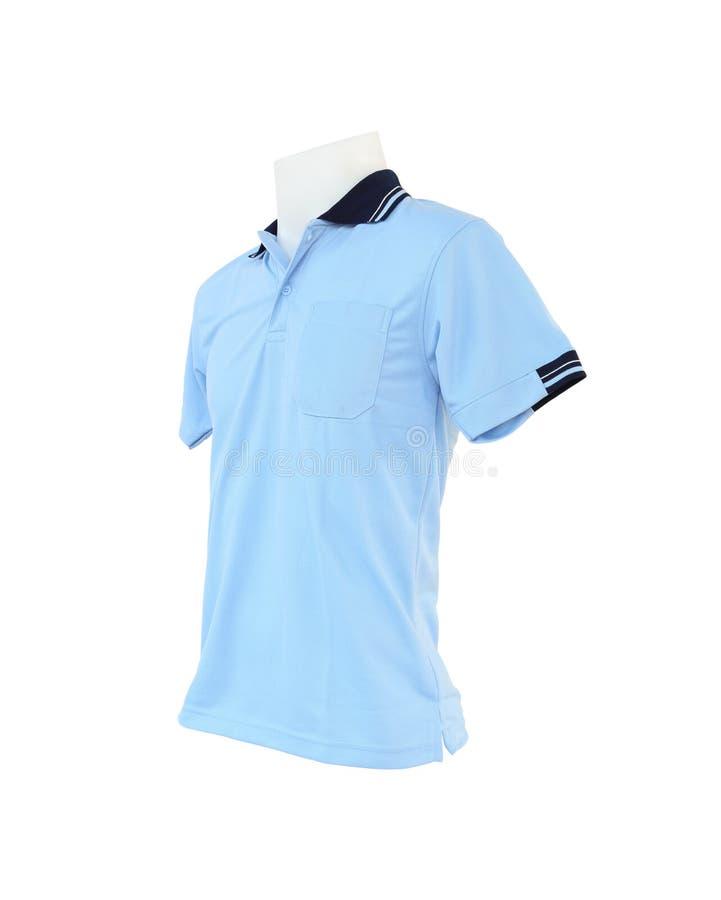 Plantilla masculina de la camisa en el maniquí en el fondo blanco imagen de archivo
