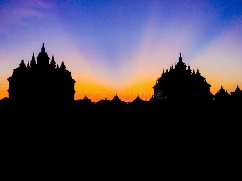 plaosan natur för tempelsilhouetsolnedgång arkivfoton