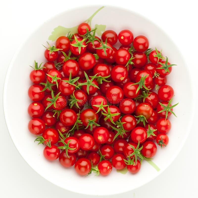 Plaque avec des tomates-cerises photographie stock libre de droits