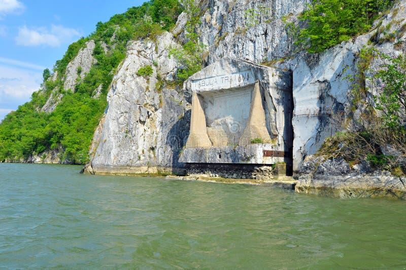 Plaque comm?morative romaine Tabula Traiana, le Danube en Serbie image libre de droits