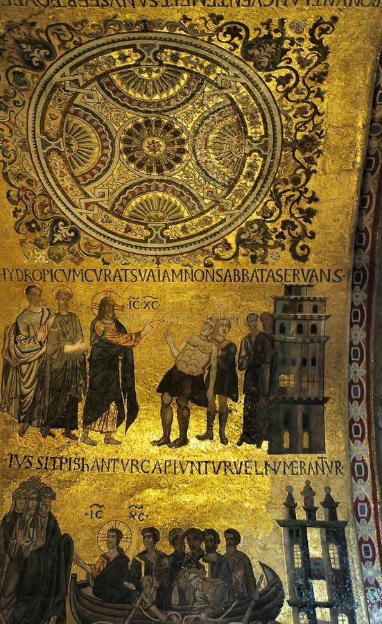 Plaque d'or décorée photographie stock libre de droits