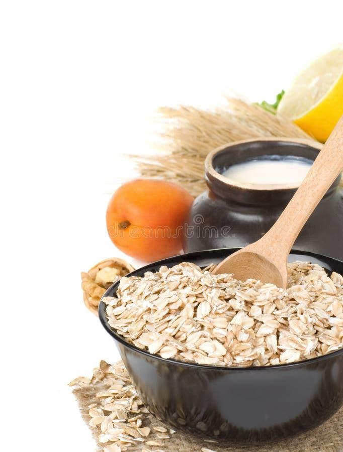 Plaque de flocon d'avoine de céréales sur le blanc photos stock