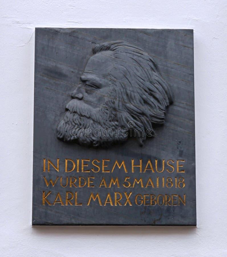 Plaque de maison de Karl Marx images libres de droits