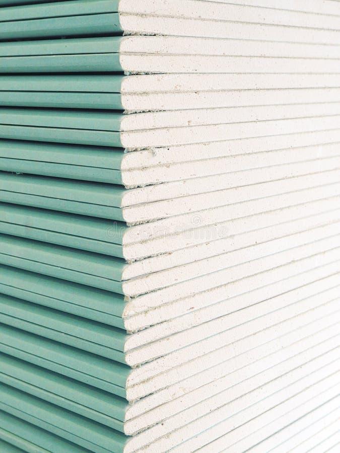 Plaque de plâtre de gypse dans le paquet photo stock