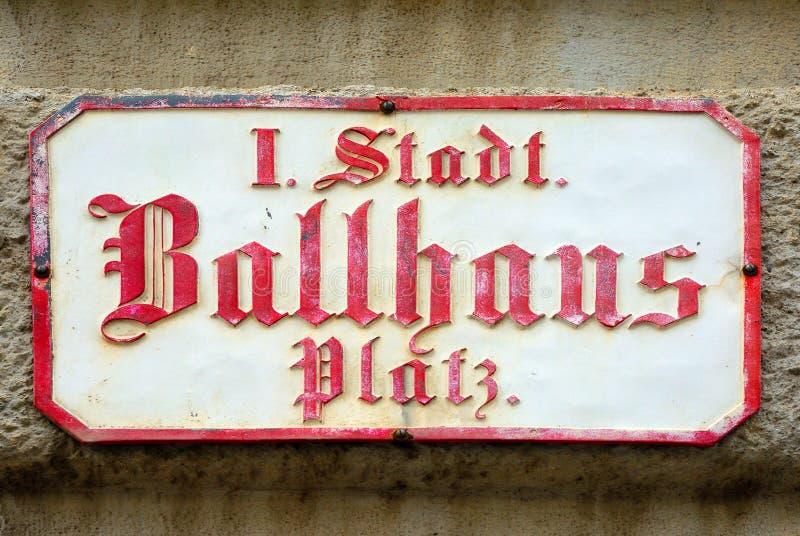 Plaque de rue de Ballhausplatz à Vienne - en Autriche photo libre de droits
