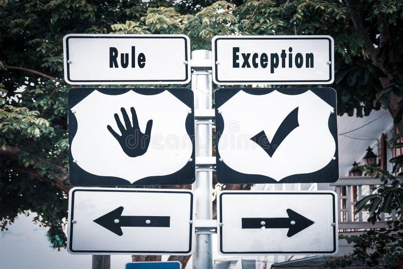 Plaque de rue ? l'exception contre la r?gle photographie stock