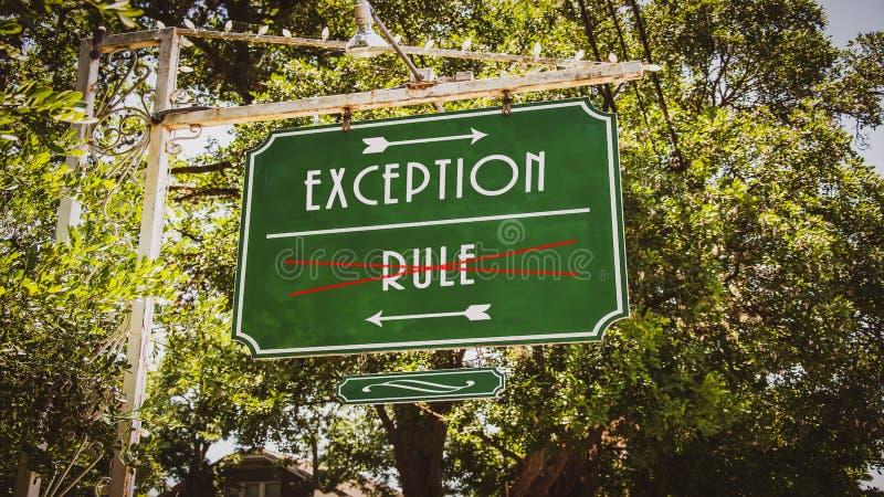 Plaque de rue ? l'exception contre la r?gle images libres de droits