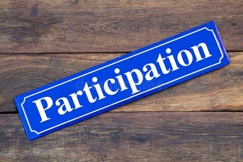 Plaque de rue de participation sur le fond en bois image stock