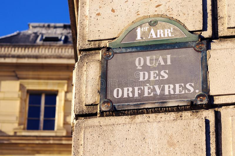 Plaque de rue Simenon célèbre de DES Orfèvres de Quai 36 Frances de Paris photographie stock